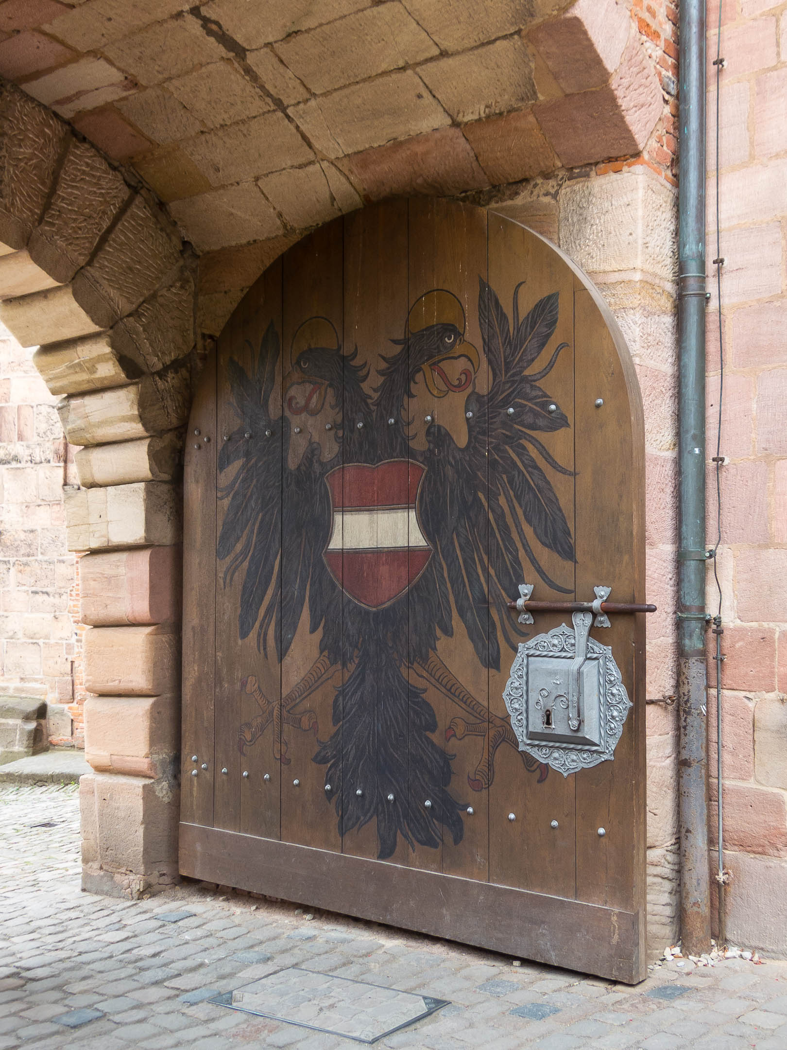 Hinter Schloss und Riegel