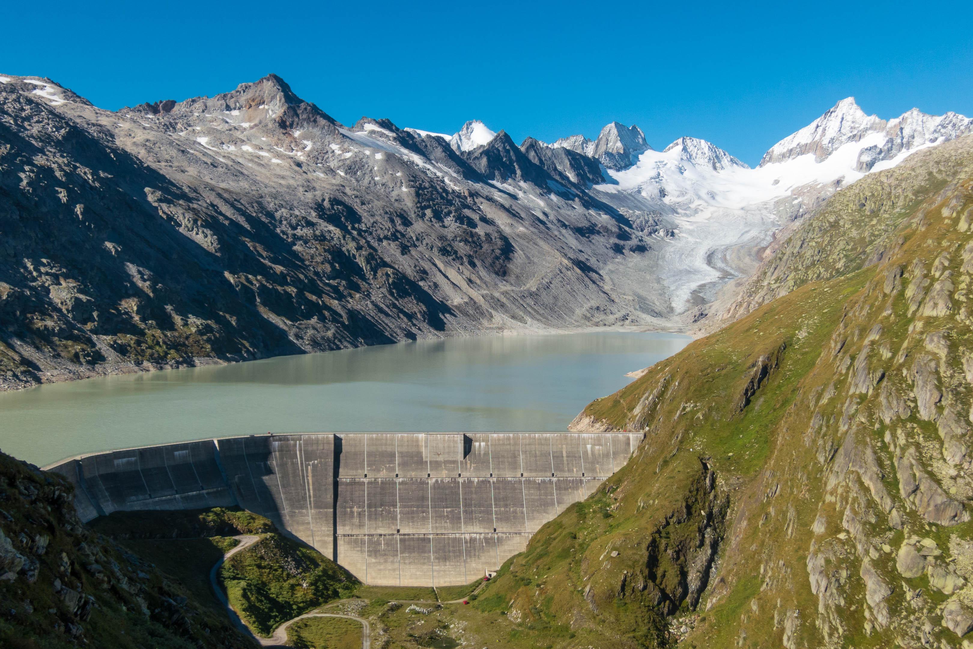 Oberaarsee mit Staudamm